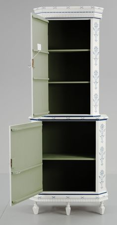 kakelugnsskap (faux tiled stove cabinet) https://d2mpxrrcad19ou.cloudfront.net/item_images/207011/4593607_fullsize.jpg