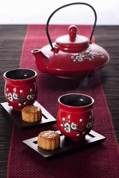 Red tea and moon cakes
