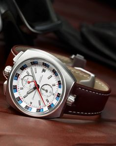 OMEGA Watches: Seamaster Bullhead Co-Axial Chronograph 43 x 43 mm - Steel on leather strap - 225.12.43.50.04.001