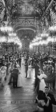 Couples dancing in the Grand Foyer of the Paris Opera House at a Victory Ball. Paris, France, May Photographer: David E. Paris 3, Old Paris, Rainy Paris, Paris 1920s, Paris France, Vintage Paris, Old Pictures, Old Photos, Paris Opera House