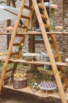 Buffett idea for grill party - outdoor party decoration idea. A homemade shelf ., Buffett idea for grill party - outdoor party decoration idea. A self-made shelf made of a wooden ladder with boards for serving dishes. Diy Wedding Cake, Rustic Wedding, Wedding Blog, Candybar Wedding, Wedding Vintage, Trendy Wedding, Wedding Desserts, Wedding Videos, Boho Wedding