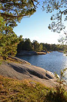Sweden; heerlijk zwemmen in het wonderschone water en dan opdrogen op de door de zon verwarmde stenen