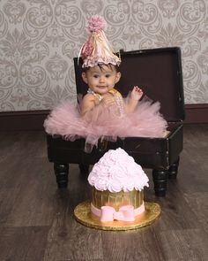Cute idea - Birthday tutu outfit - itty bitty toes www.ittybittytoes.com