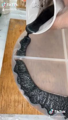 Epoxy Resin Art, Diy Resin Art, Diy Resin Crafts, Diy Crafts Hacks, Diy Home Crafts, Diy Arts And Crafts, Creative Crafts, Resin Pour, Resin Molds