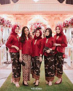 Ideas wedding reception outfit gowns for 2019 Kebaya Hijab, Batik Kebaya, Kebaya Dress, Kebaya Muslim, Batik Dress, Kebaya Brokat, Wedding Reception Outfit, Wedding Bridesmaid Dresses, Bridesmaid Color