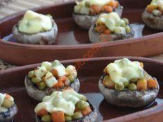 Fırında Garnitürlü Mantar Dolması nasıl yapılır? Kolayca yapacağınız Fırında Garnitürlü Mantar Dolması tarifini adım adım RESİMLİ olarak anlattık. Eminiz ki Fır Sushi, Potatoes, Baking, Ethnic Recipes, Food, Bread Making, Patisserie, Potato, Essen