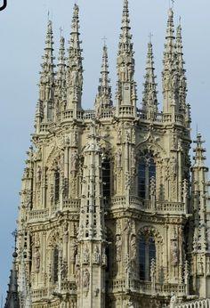 Agujas de piedra calada de la Catedral de Burgos. Gótico Isabelino (gótico tardío en España). S XV.