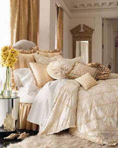 This makes me want to jump in this bed and cuddle under the sheets with all those pillows!