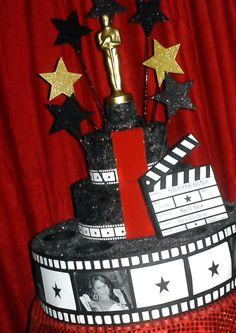 Risultati immagini per decoracion hollywood centro de mesa Hollywood Birthday Parties, Hollywood Theme, Red Carpet Theme Party, Stumps Party, Movie Decor, Prom Themes, Movie Night Party, Festa Party, Oscar Party