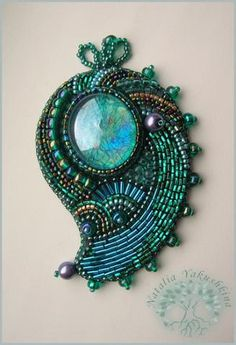 Наталия Якушкина - bead-embroideted pin by Natalia Yakushkina (NataliaU on biser.info)