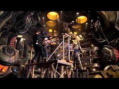 #PacificRimIT - #GuillermoDelToro, #IdrisElba e #CharlieHunnam parlano dei giganteschi set di #PacificRim in questa nuova featurette in italiano dal film.