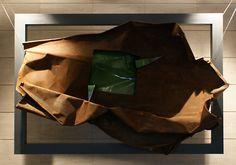 """""""O przezwyciężaniu cierpienia - o twórczej sile nadziei """" Forma IV - praca dyplomowa - ceramika szkliwiona, metal, 210x80x110 cm, 2012"""