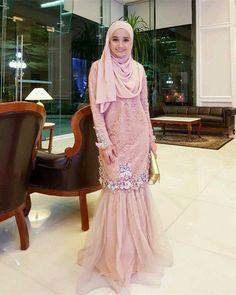 Abaya Fashion, Muslim Fashion, Women's Fashion Dresses, Kebaya Dress, Dress Pesta, Modest Dresses, Elegant Dresses, Pakistani Fancy Dresses, Muslim Dress