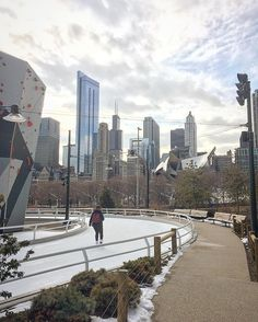 The millennium park in Chicago has a ice skating rink like no other called the ribbon it's a race track style for the public to skate round. #chicago #theribbon #millenniumpark #city #iceskating #park #skyscraper by ryanacollins