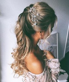 Wedding Hair Down curly ponytail for long hair half up and half down wedding hairstyles - 20 Best half up and half down wedding hairstyles. Trendy half up and half down wedding hairstyles. Blow your mind with these wedding hairstyles. Wedding Hairstyles Half Up Half Down, Half Updo, Wedding Hairstyles For Long Hair, Bride Hairstyles, Down Hairstyles, Easy Hairstyles, Bridesmaid Hairstyles, Elegant Hairstyles, Black Hairstyles