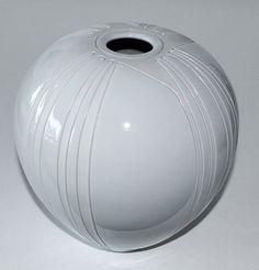 Per Rehfeldt, vase in porcelain, own studio Denmark 1991. H: 18: W: 17 cm.