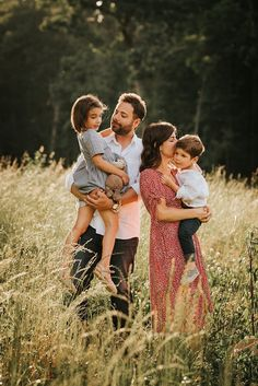 Family Portrait Poses, Family Posing, Photographer Branding, Professional Photographer, Newborn Photographer, Family Photographer, Extended Breastfeeding, Waiting For Baby, Newborn Shoot