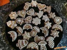 Vianocne medovnicky podla Ildikó B. Christmas Night, Xmas, Christmas Gingerbread, Christmas Baking, Yummy Food, Cookies, Breakfast, Desserts, Kitchens