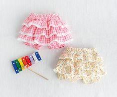 ハイハイベビーに手作りしたい!かわいいカバーパンツの作り方(ベビー服) | ぬくもり #ベビー服 #ベビー #パンツ #カバーパンツ #赤ちゃん #かわいい #フリル #手作り #作り方 #ハンドメイド #手芸 #NUKUMORE Cute Dresses, Cute Outfits, Summer Dresses, Baby Bloomers, Cool Baby Stuff, Baby Sewing, Sewing Tutorials, Diy For Kids, Diy Clothes
