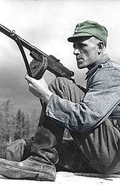 Finnish Soldier with a Suomi SMG, pin by Paolo Marzioli History Of Finland, Luftwaffe, German Soldiers Ww2, Man Of War, Ww2 Photos, Military Pictures, Army & Navy, Military History, Armed Forces