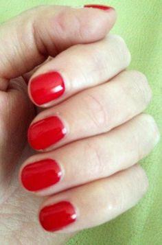 GELeration Royal Red! laca de uñas roja!!! mi favorita,... tengo que probar el esmalte semi-permanente,... ójala funcione!!!