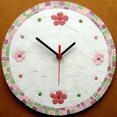 Portal do Mosaico Wall Watch, Mosaic Wall, Paper Clay, Clocks, Holiday Decor, Mosaic Ideas, Dishes, Watches, Home Decor