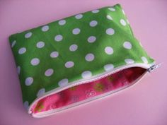 How to make a lined zippered pouch tutorial ... http://www.skiptomylou.org/2009/01/14/how-to-make-a-lined-zipper-pouch-tutorial/#