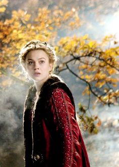 Sophia Myles in 'Tristan & Isolde' Tristan Isolde, Sophia Myles, Midnight's Children, Roman, Early Middle Ages, My Fair Lady, Fantasy Costumes, Medieval Clothing, Period Costumes