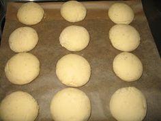 Helkan Keittiössä: Gluteeniton Pullataikina Bread Recipes, Hamburger, Food And Drink, Eggs, Gluten Free, Baking, Breakfast, Salad, Cook