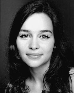 Emilia Clarke (Daenerys Targaryen) increíble como para mi nada que ver con lo que vemos en la pantalla