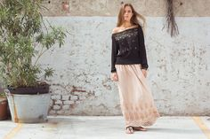 Laurent Shirt Indian Silk, Black. Kasia Skirt Cotton Voile, Antique Rose. Ebe Sandals, Black.