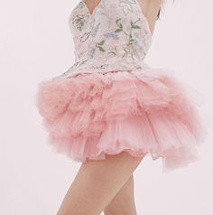 #hermionedepaula #theroyalballet #ballet #balletdancer #tutu #weddinginspiration #couturefashion #embroideredbodice Ballet Barre, Language Of Flowers, Ballet Photography, Royal Ballet, Hermione, Tutu, Wedding Styles, Off White, Wedding Flowers