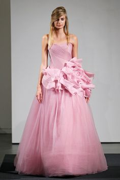 Pin for Later: The Must-See Wedding Dresses From Bridal Fashion Week Autumn 2014 Vera Wang Bridal Autumn 2014 Pink Wedding Dresses, Pink Gowns, Wedding Gowns, Pink Dresses, Vera Wang Bridal, Vera Wang Wedding, Outfit Con Short, Jeans Y Converse, Bridal Fashion Week