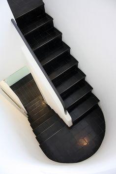Le Corbusier, Pierre Jeanneret twin house, Stuttgart 1927 Treppen Stairs Escaleras repinned by www.smg-treppen.de #smgtreppen
