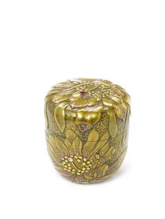 Buy online, view images and see past prices for A gold lacquer natsume (tea container) By Matsuda Gonroku century. Invaluable is the world's largest marketplace for art, antiques, and collectibles. Japanese Screen, Japanese Art, Japanese Geisha, Japanese Kimono, Tea Container, Showa Period, Japanese Tea Ceremony, Art Japonais, Tea Tins