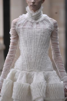 Ruching, mixed textures & 3D smocking - fabric manipulation for fashion design; couture sewing techniques // Alexander McQueen
