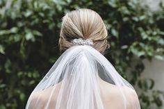 Discos de plata con perlas de río; como peineta o al inicio del velo