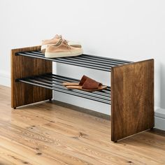house face lift Anton Schuhregal Inexpensive bedroom decorating tips Your bedroom should be a place Wood Shoe Rack, Diy Shoe Rack, Shoe Storage, Shoe Racks, Diy Storage, Storage Ideas, Anton, Entryway Cabinet, Shoe Cabinet