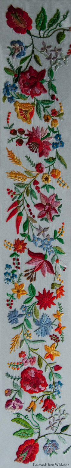 haft węgierski // Hungarian Kalocsai embroidery.
