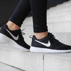 รองเท้าผ้าใบNikeสำหรับผู้หญิงใส่เล่นก็ได้ใส่ออกกำลังกายก็โดน