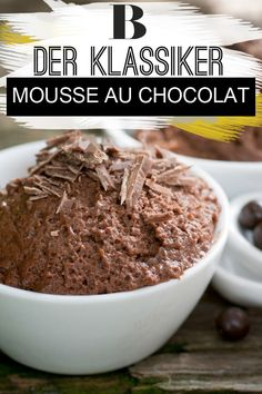 Mousse au Chocolat – das beste Rezept Chocolate mousse – the best recipe. We love all desserts, but sometimes it just has to be something with a lot of chocolate! The Mousse au Chocolat with its loose mousse and the full chocolate taste is just right! Quick Dessert Recipes, Easy Desserts, Cake Recipes, Dessert Simple, Authentic Mexican Recipes, Chocolate Thermomix, Recipe For 4, Chocolate Desserts, Food Cakes