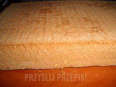 Biszkopt który zawsze się udaje - przyslijprzepis.pl Polish Recipes, Butcher Block Cutting Board, Sweet Recipes, Deserts, Food And Drink, Bread, Dinner, Cooking, It
