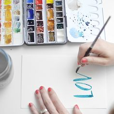 Tutorial: Lettering with Watercolors ////melissaesplin-watercolor-brush-lettering-tutorial Watercolour Tutorials, Watercolor Techniques, Art Techniques, Learn Calligraphy, Calligraphy Letters, Calligraphy Course, Do It Yourself Inspiration, Doodles, Ideias Diy