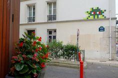Sunday Street Art : Invader - impasse Mathieu - Paris 15 http://www.parisladouce.com/2016/09/sunday-street-art-invader-impasse.html