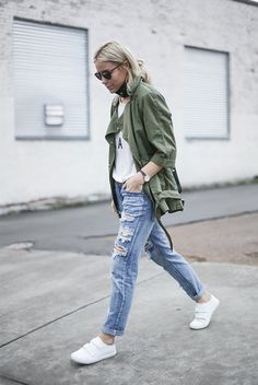fall / winter - street style - street chic style - fall outfits - casual outfits - comfy outfits - boho chic - military jacket + utility jacket + white printed t-shirt + boyfriend jeans + white sneaker + black sunglasses