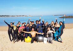 Les filles de l'association Elles Surf à la Marche Aquatique lors d'une séance sur la Côte Basque. Beach & Aqua Training dans une folle ambiance !