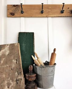 The BEST resource for how to search for vintage farmhouse items on Craigslist - find out which words to use while searching and which words to avoid