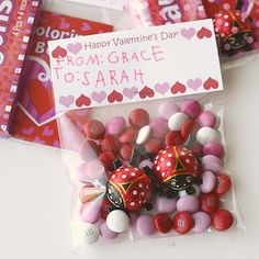 Find a free printable for these cute Valentine's Day treat bag toppers HERE at Glorious Treats. Valentines Day Treats, Valentines For Kids, Valentine Day Crafts, Valentine Decorations, Holiday Crafts, Holiday Fun, Printable Valentine, Holiday Ideas, Lollipop Decorations