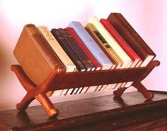 Book Caddy - I need this! Woodworking For Dummies, Woodworking Logo, Woodworking Books, Router Woodworking, Woodworking Workshop, Woodworking Projects, Cool Diy Projects, Home Projects, Cnc Projects