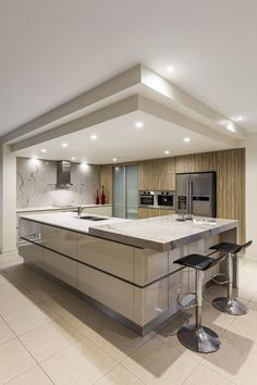 combined stone finishes - man made & natural are an eye catching feature in this Kitchen Renovation Brisbane incorporating Caesarstone Benchtops and White Macubus Quarzite